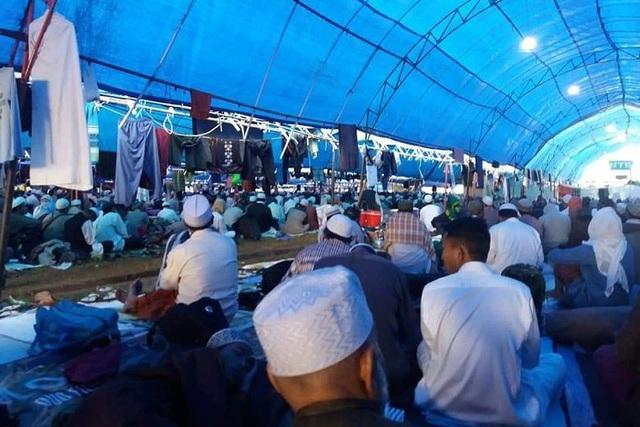 Hàng nghìn người dự thánh lễ ở Indonesia bất chấp Covid-19 - 1