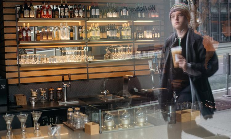 Cửa hàng Starbucks Reserve ở thành phố Seattle, bang Washington, Mỹ đóng cửa. Ảnh: NY Times.